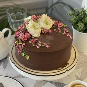 Шоколадно - банановый оформленый торт