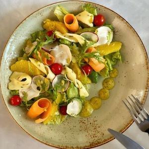 Цитрусовый салат с сыром «Камбоцола»