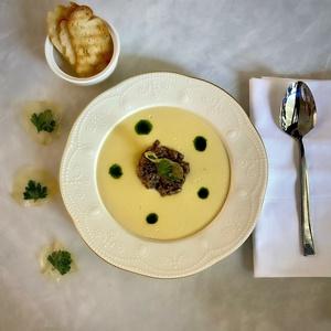 Картофельный крем-суп с мясом и грибами