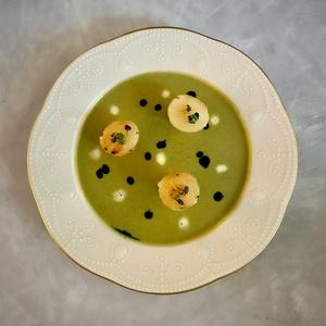 Крем-суп с брокколи и морcкими гребешками